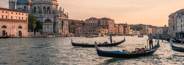 Venedig - Kanal und Gondeln