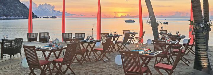 Bistro am Strand des Anantara Rasananda Koh Phangan Villas