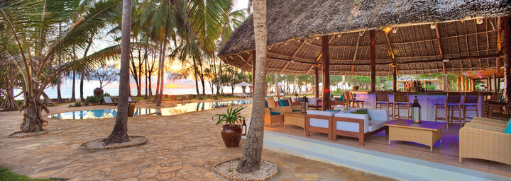Pool Bar im Bluebay Beach Resort & Spa