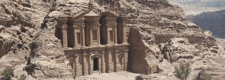 Felsgebäude Ad Deir nahe Petra, Jordanien