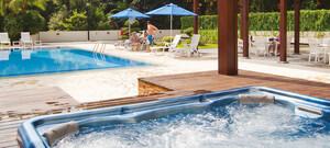 Poolbereich des Hotel Miramar Singapore