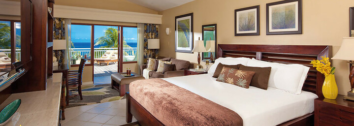 Beispiel Greek Honeymoon Beachfront Concierge Terrace Suite