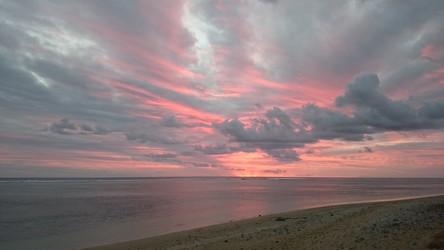La Réunion Reisebericht: Sonnenuntergang am Strand vom LUX* St. Gilles