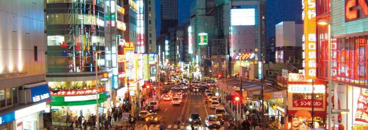 Tokyo Straßenszene bei Nacht