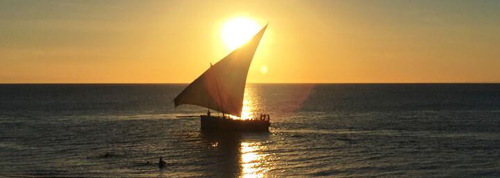 Boot im Sonnenuntergang auf Sansibar
