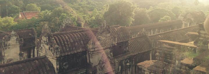 Angkor Wat umgeben vom Dschungel