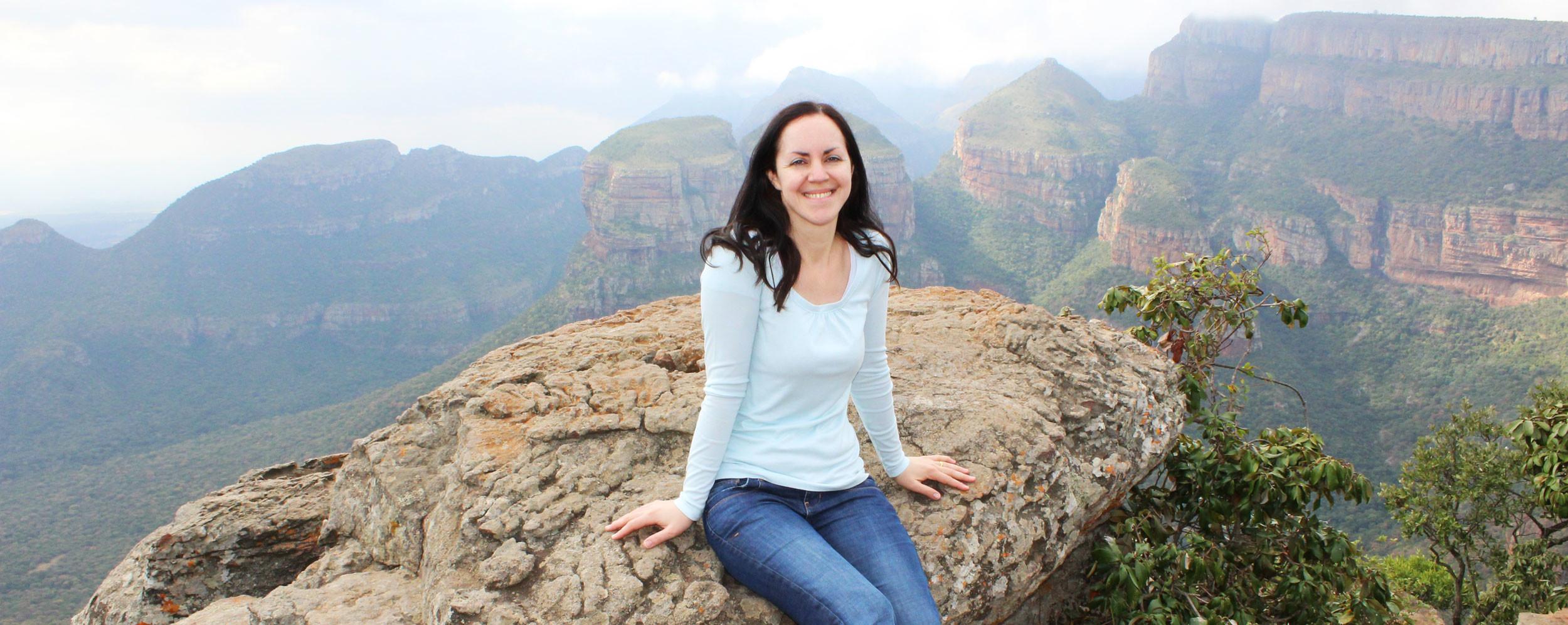 Reisebericht Südafrika - Waltraud am Aussichtspunkt Three Rondavels