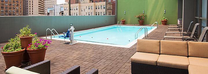 Pool des Holiday Inn Express Midtown Philadelphia