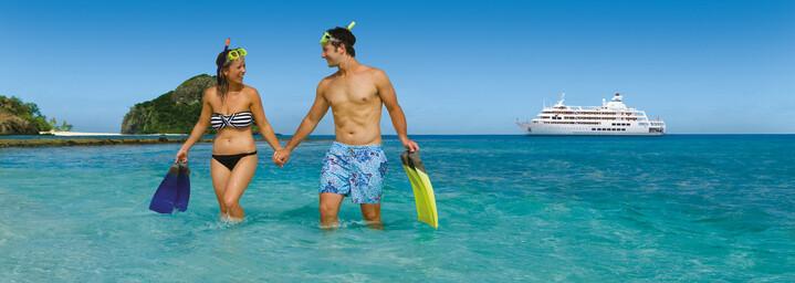 """Paar mit Schnorchel-Ausrüstung - Kreuzfahrtschiff """"MV Reef Endeavour"""" Captain Cook Cruises"""
