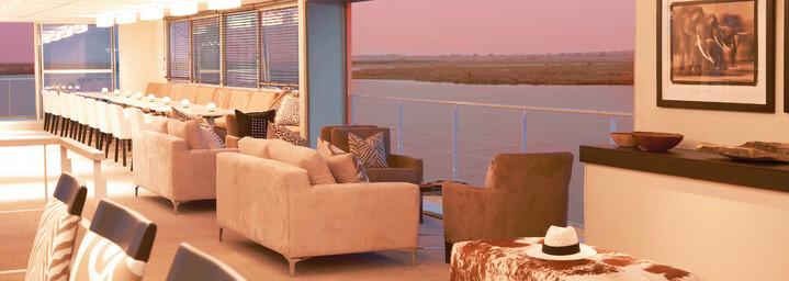 """Restaurant - """"Zambezi Queen"""" auf dem Chobe-Fluss"""