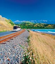 Bus in der Landschaft Neuseelands