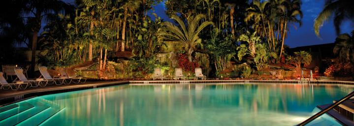 Pool bei Nacht Appartmentanlage Park Shore Resort Naples