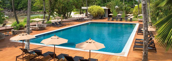 Pool des AVANI Seychelles Barbarons Resort & Spa