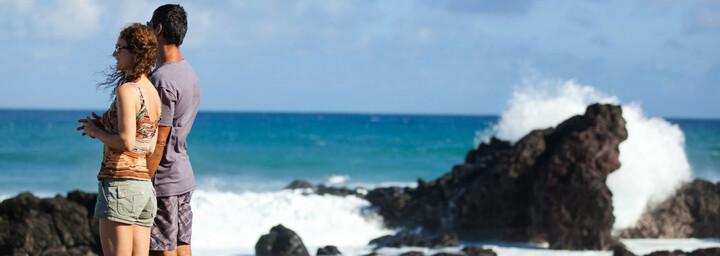 Paar am Strand von Maui