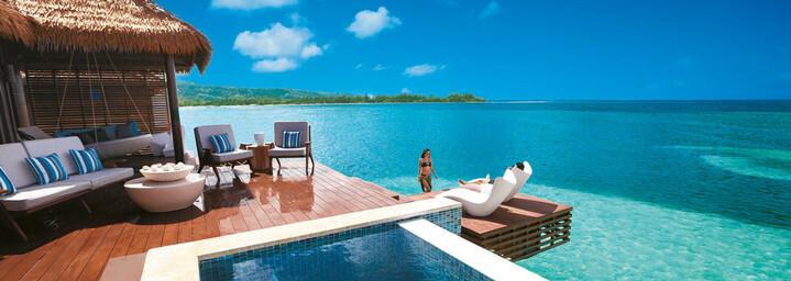 Beispiel Over-the-Water Private Island Butler Villa w/ Infinity Pool