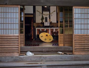 Japan Reisebericht: Eingang zur traditionellen Tempelherberge auf dem Berg Koya
