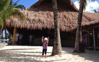 Florida Reisebericht - Simonas Tochter am Cozumel Strand