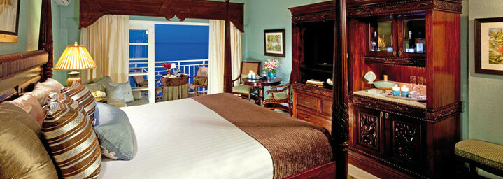 Beispiel Riviera Honeymoon Beachfront Penthouse Club Level Room