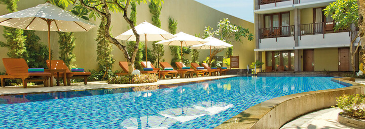 Pool des The Rani Hotel & Spa