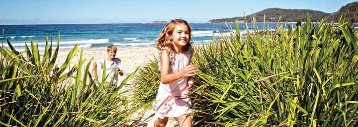 Kinder am Pebbly Beach