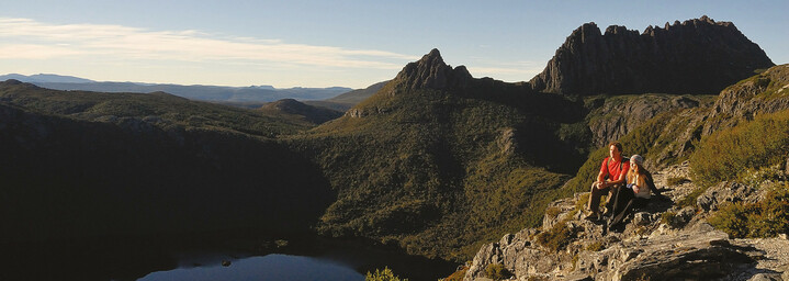 Paar im Cradle Mountain Nationalpark am Lake Dove