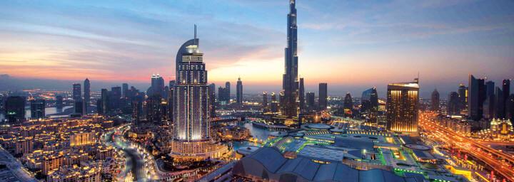 Skyline Dubai bei Nacht