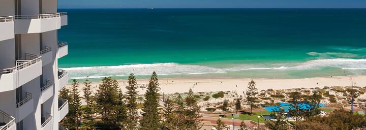Aussicht über den Strand von Scarborough - Rendezvous Hotel Perth Scarborough