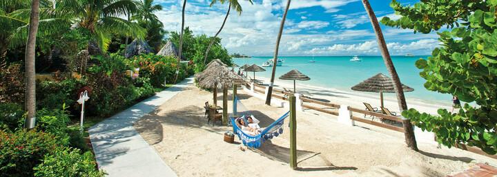 Sandals Grande Antigua Resort & Spa - Paar in Hängematte