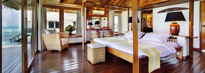 Overwater Villa Beispiel des Gangehi Island Resort im Nord Ari Atoll