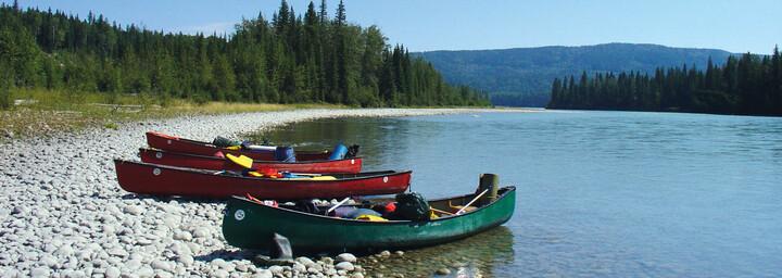 Athabasca See mit Kanus