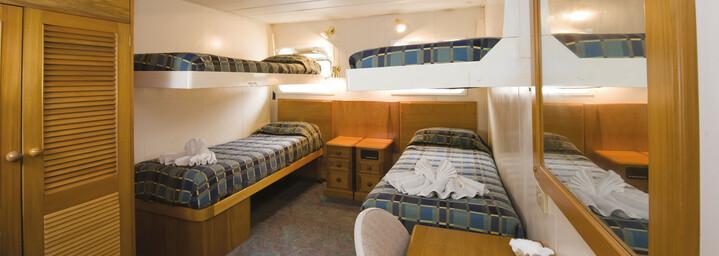 """Beispiel Bunk Beds Cabin - Kreuzfahrtschiff """"MV Reef Endeavour"""" Captain Cook Cruises"""