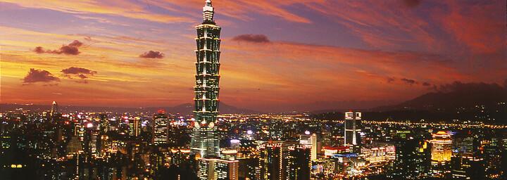 Skyline Taipeis bei Nacht