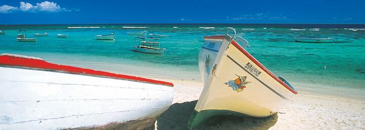 Strand mit Booten Mauritius