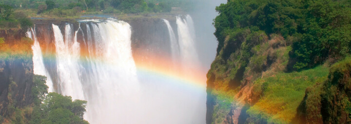 Regenbogen über den Viktoriafällen