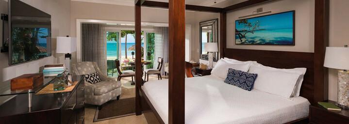 Beispiel Paradise Honeymoon Beachfront Walkout Club Level Room