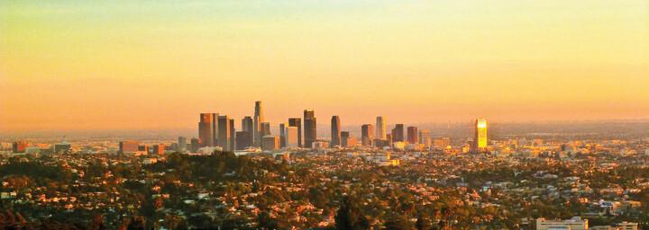 Los Angeles Skyline bei Abenddämmerung