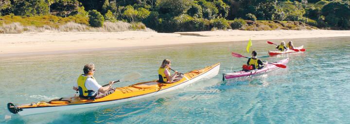 Kajakfahrer in der Bay of Islands
