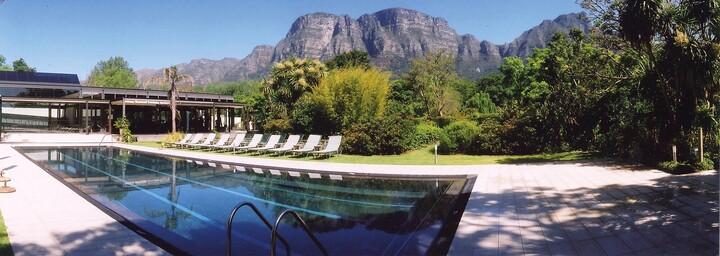Vineyard Hotel mit Blick auf Tafelberg