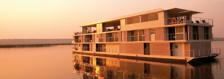 """Außenansicht - """"Zambezi Queen"""" auf dem Chobe-Fluss"""