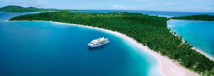 "Luftaufnahme - Kreuzfahrtschiff ""MV Fiji Princess"" Blue Lagoon Cruises"