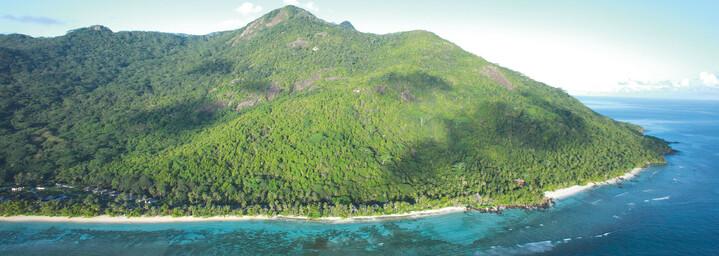 Hilton Seychelles Labriz Resort & Spa Insel Silhouette aus der Luft