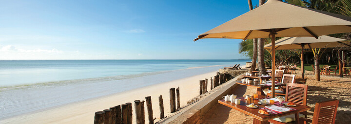 Bluebay Beach Resort & Spa - Restaurant am Strand