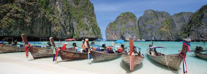 Boote in der berühmten Maya Bay