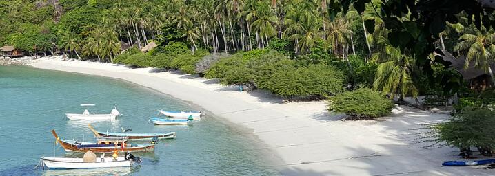 Reisebericht Thailand : Blick vom Balkon des Haad Tien Beach Resort auf die Shark Bay