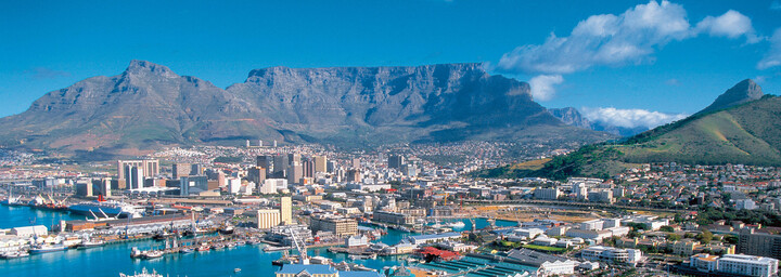 Blick auf Kapstadt, die Waterfront und den Tafelberg