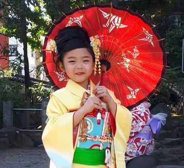 Japanisches Kind in Kimono in Tokyo