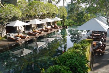 Reisebericht Bali: Poolbereich des Maya Ubud Resort & Spa auf Bali