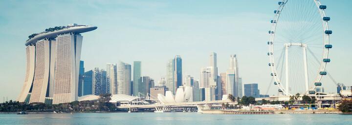 Singapur Skyline mit Marina Bay Sands und Riesenrad