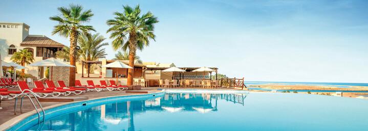 Pool des The Cove Rotana Resort