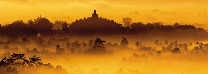 Borobudur im Nebel